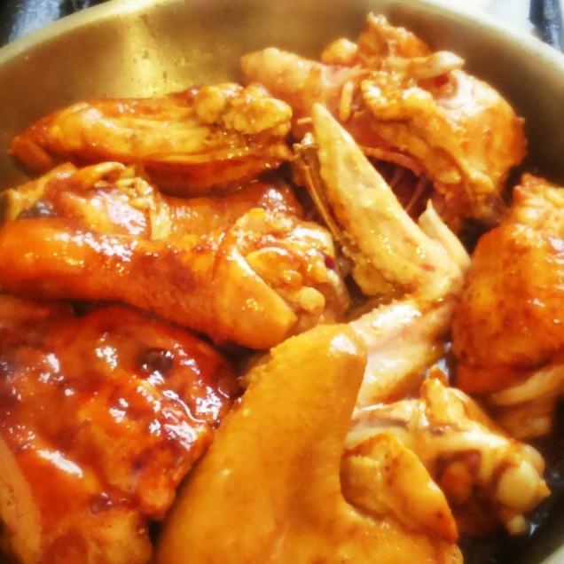 pollo guisado dominicano (Cibaeño)