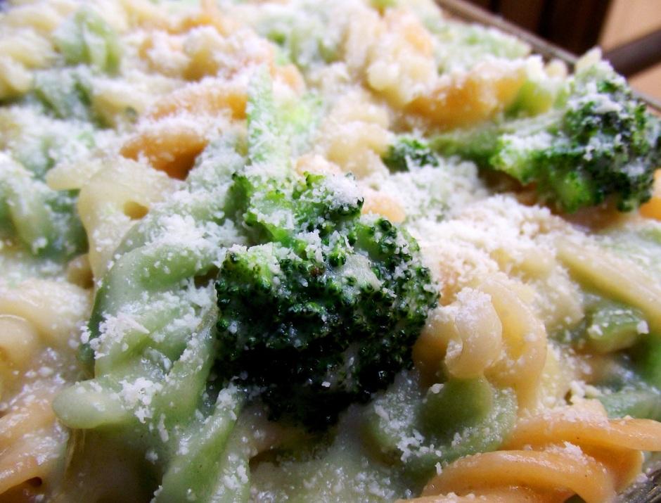 pasta blanca en crema de brocoli