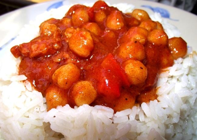 garbanzos boricuas en cama de arroz