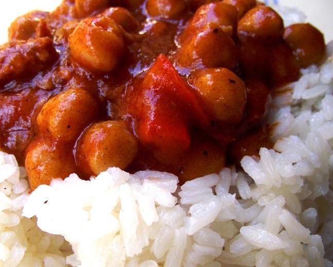 garbanzos boricuas en cama de arroz blanco