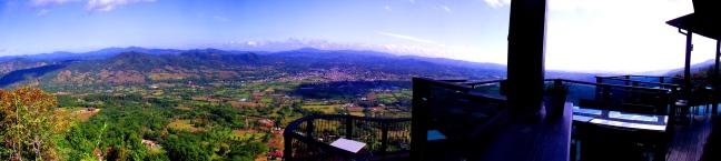 Paisaje desde el balcón de Aroma de la Montaña Restaurant