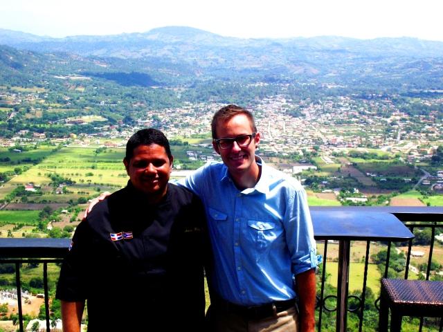 Con Wesley, Gerente de Aroma de la Montaña Restaurant