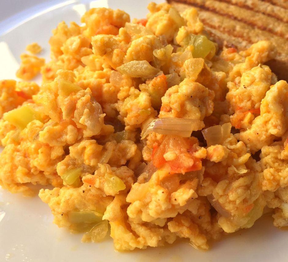 huevo revuelto dominicano