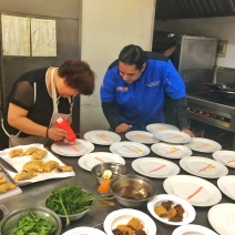 Chef Zobeira Yamiris Gil da explicaciones al publico