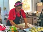 Chef Zobeira Gil preparando las empanadas