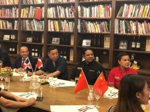 Embajador Briunny Garabito y Arturo Feliz-Camilo en la décimo-tercera cena acompañados del Sr. Wang